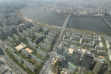 Survey Finds Seoul Household Heads Getting Older, Family Size Shrinking