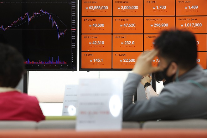 Digital signboards show the prices of cryptocurrencies at local cryptocurrency exchange Bithumb's office in southern Seoul in this file photo taken April 27, 2021. (Yonhap)