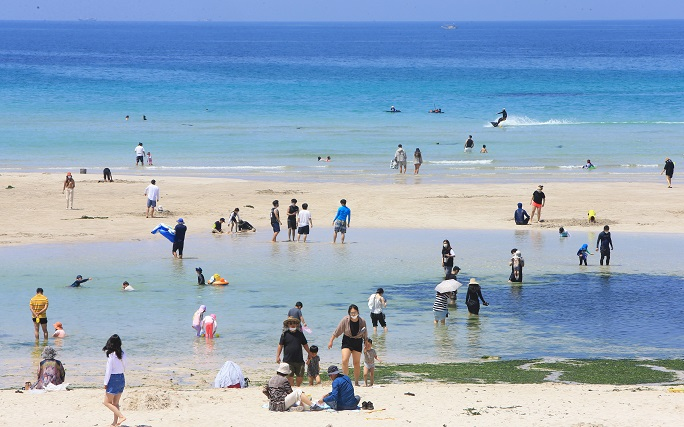 Jeju's Tourist Arrivals Top 1 Million in May amid Spike in COVID-19 Cases