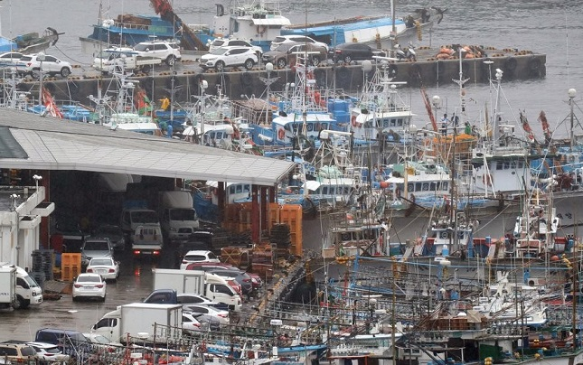 Fishing boats are moored in Seogwipo port on the country's southern island of Jeju on July 19, 2019, to prepare for the approaching Typhoon Danas. (Yonhap)