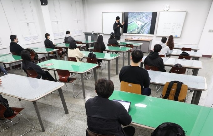 Universities to Gradually Expand In-person Classes in Fall Semester