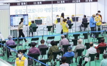 Shaking Off Vaccine Scare, S. Koreans Signing Up for COVID-19 Vaccines
