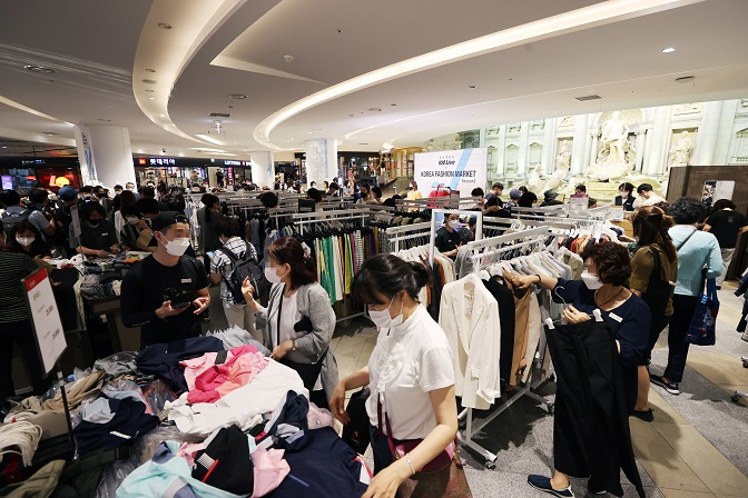 Retail Sales Up 13 pct amid Vaccine Roll-out