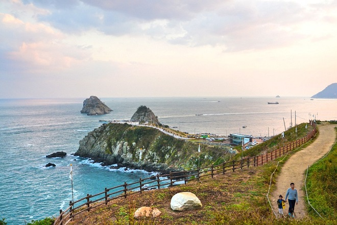 This photo provided by the Korea Tourism Organization shows Haeparang Trail along the eastern coast.