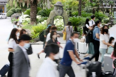 Young Vacationers Flock to Jeju Undaunted by 4th Wave of Pandemic