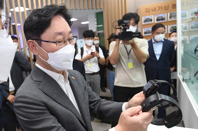 Justice Minister Park Beom-kye looks at electronic anklets during a visit to the justice ministry's location tracking control center, a facility to track the movements of high-risk sexual convicts wearing electronic anklets, in Seoul on July 26, 2021. (Yonhap)