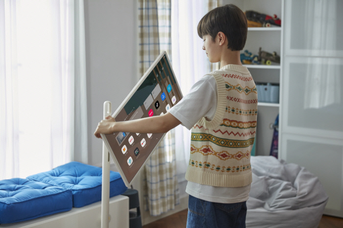 LG Electronics Unveils Movable Wireless TV
