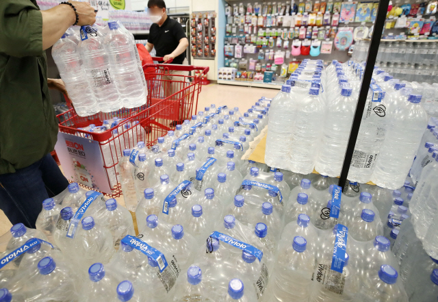 Bottled Water Market Thriving as Koreans Stay Home