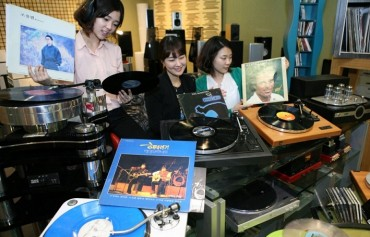Increasing Number of Consumers Turn to LP Records and Turntables Instead of Smartphones