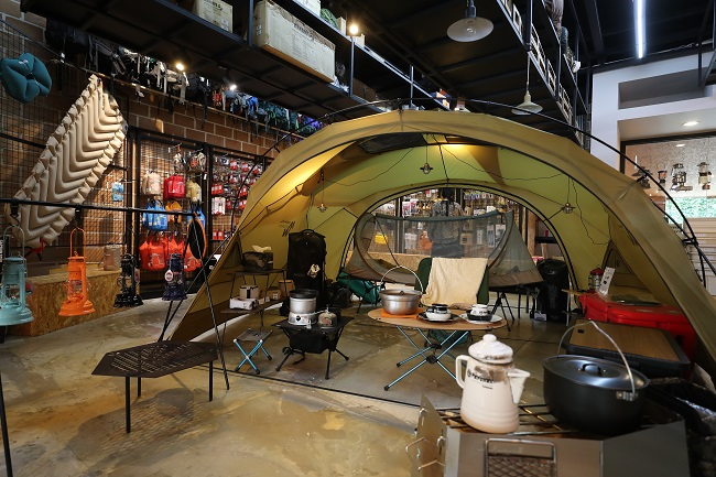 This undated file photo shows a tent and other camping gear on display at a store in Seoul. (Yonhap)