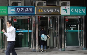 Regulator Tightens Curbs on Bank Credit Loans to Tackle Household Debt