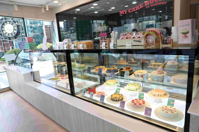 Ice Cream Franchises Engaged in Competition over Custom Ice Cream Cakes