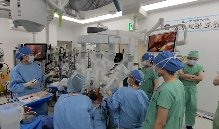 Seoul National University Hospital Succeeds in Scar-free Robotic Surgery for Liver Transplant Recipient