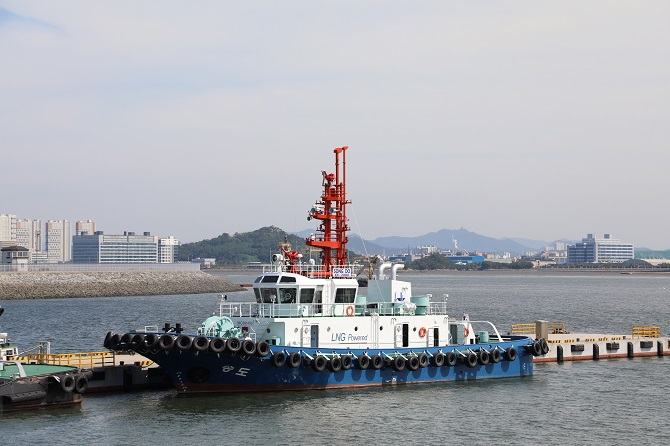 S. Korea's First LNG-powered Tugboat Makes Call at Incheon Port