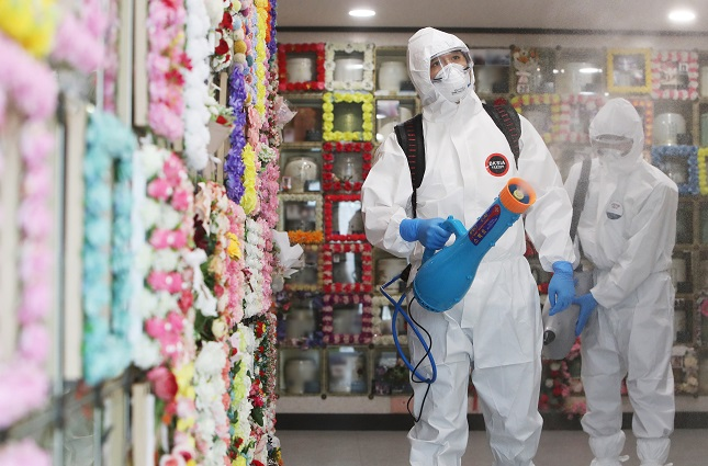 Health workers disinfect a charnel facility in Suwon, south of Seoul, on Sept. 14, 2021. (Yonhap)