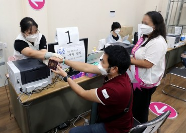 Gov't Devises Measures to Boost COVID-19 Vaccination Among Migrant Workers