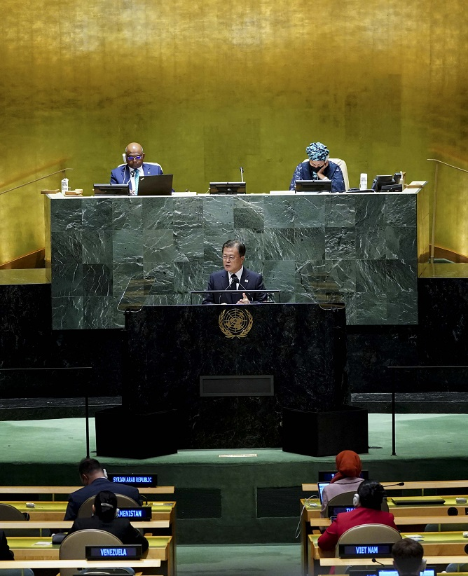 South Korean President Moon Jae-in delivers a keynote speech during the 76th session of the U.N. General Assembly in New York on Sept. 21, 2021. (Yonhap)