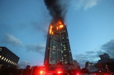 Balcony Fireproof Screens Prevent the Spread of Fire at Apartment Buildings
