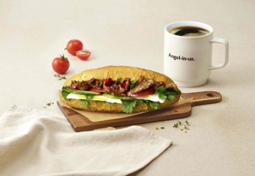 Franchise Coffee Chains Roll Out Meal Options