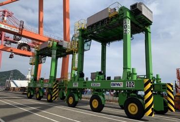Busan Port Develops Eco-friendly Straddle Carrier