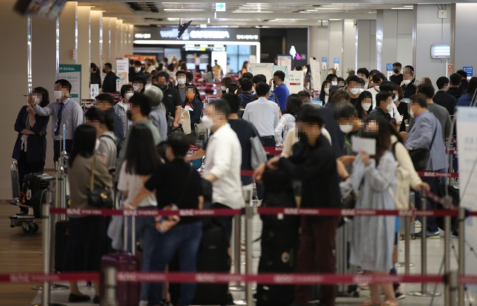 New Cases in 2,000s for 3rd Day; Resurgence in Wider Seoul Worrisome