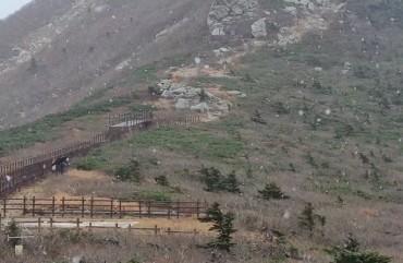 First Snow of the Season Falls on Mount Seorak